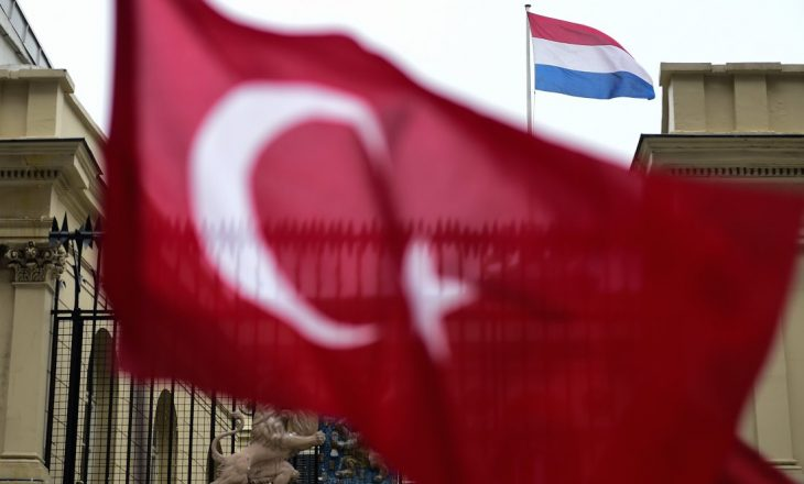 Ngërçi me Holandën, Turqia kërcënon me paktin e refugjatëve