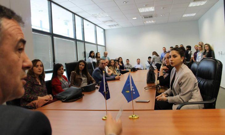Juristët e rinj nga jugu dhe veriu i Mitrovicës vizituan Gjykatën e Apelit