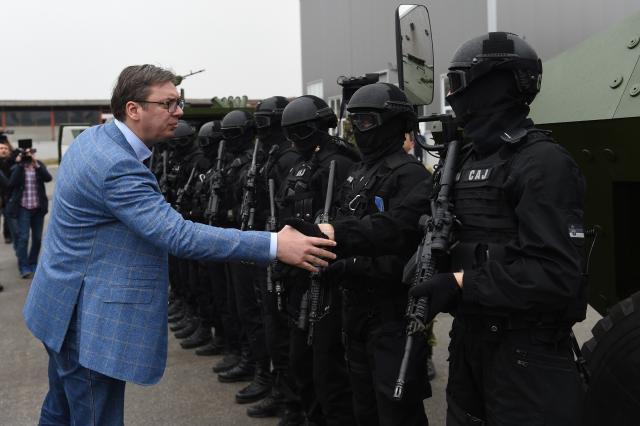 Vuçiq e konsideron të çuditshëm kërcënimin me dorëheqje të Thaçit