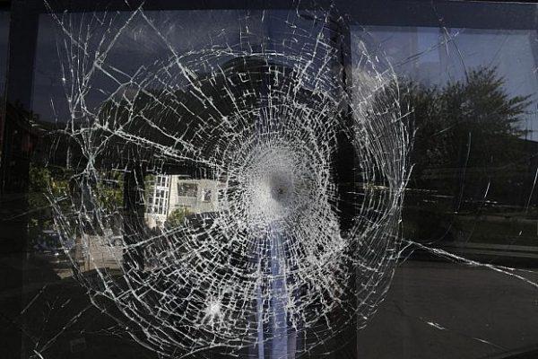 Sulmohet autobusi me kosovarë në Serbi, reagon ministri Hoxhaj