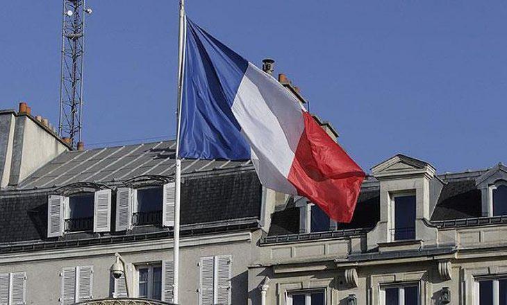 Politikanëve francez u ndalohet t'i punësojnë anëtarët e familjes