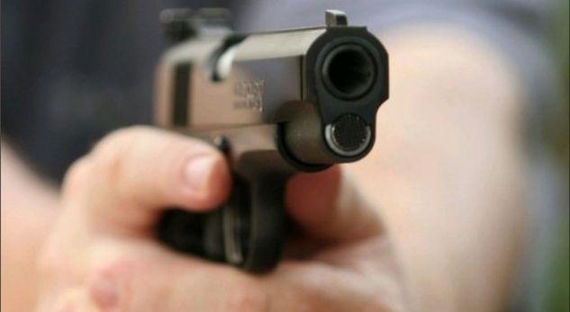 Profesori kërcënon me armë drejtorin e shkollës