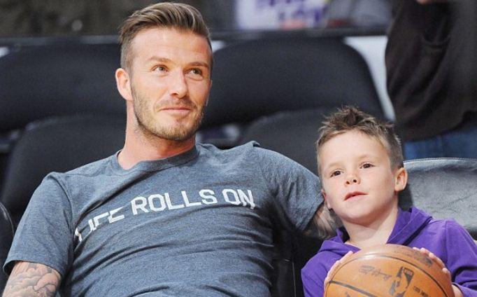 David Beckham  rrah  të birin  video