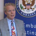 Foto e pazakontë e ambasadorit amerikan në Kosovë (Foto)