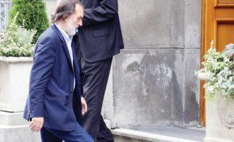 Politikani serb që vendos lule te varri i Esat Pashë Toptanit