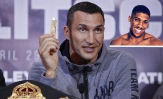 """Tallja me USB-në e Klitschkos: """"Brenda mund të jetë një episod i Teletubbies"""""""
