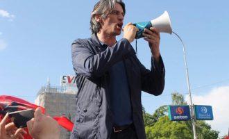Personi që rrahu deputetin shqiptar krenohet në Facebook