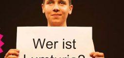 """""""Schatzi, a je mirë?"""" – shfaqja teatrale e artistëve zviceranë dhe gjilanas"""