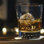 Çfarë i bën alkooli fytyrës tuaj