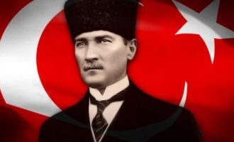 Turqia lëshon fletarrest për dy historianë – e fyen Ataturkun