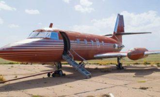 Avioni i Elvis Presley-t shitet përtej çmimit të ankandit