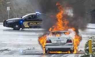 Veturat BMW po marrin flakë nëpër parkingje