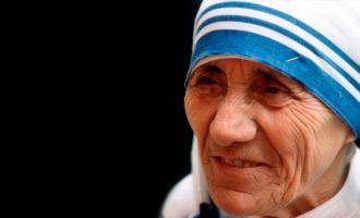 Përurohet shtatorja e Nënë Terezës në Zvicër