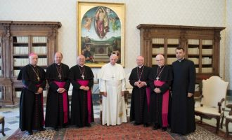 Peshkopët shqiptarë i raportojnë Papa Franceskut, ai u jep një detyrë specifike