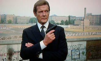 Moore kishte vizituar refugjatët kosovarë gjatë luftës, akuzonte Millosheviqin