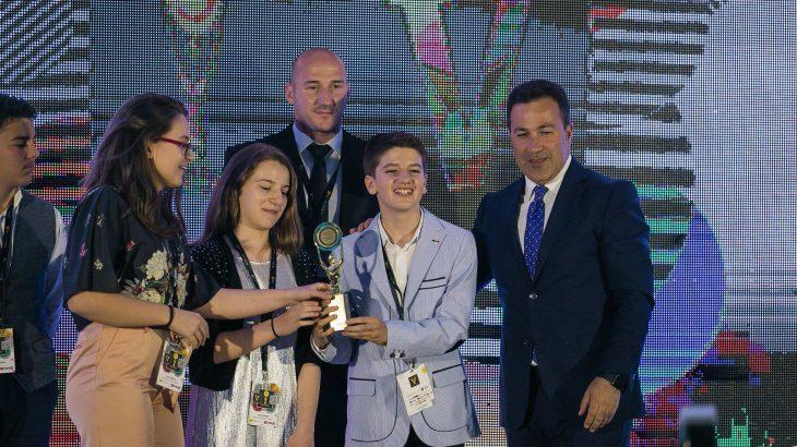 interviste-me-yjet-e-vegjel-shqiptare-te-teknologjise