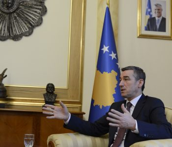 Veseli: Flamuri i Kosovës është i shenjtë, ashtu si flamuri kombëtar