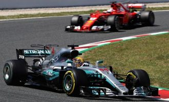 Hamilton fiton një 'triller' ndaj Vettel në Spanjë