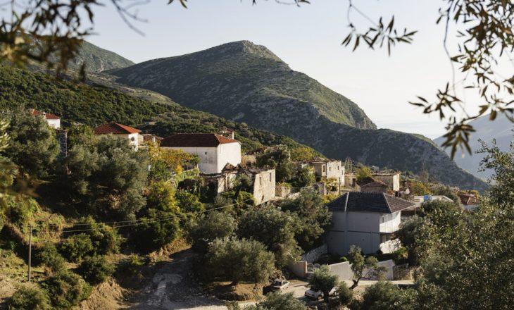 Francezët e dashuruar në fshatin shqiptar