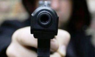 Një burrë i kanoset me armë një gruaje në lagjen Ulpiana të Prishtinës
