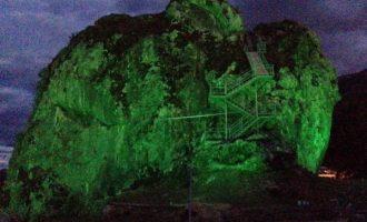 'Guri i Përmetit' me ndriçim dekorativ u uron mirëseardhje vizitorëve
