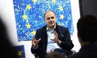 Hoxhaj: Vdekja e Alois Mock humbje e madhe për diplomacinë