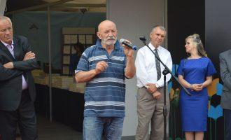 Zyrtarët e shtetit s'kanë kohë për Panairin e Librit – hapet me një poezi të Çun Lajçit