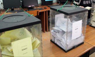 Shqipëria mezi arrin të grumbullojë kutitë e votimit- numërimi nis në mëngjes