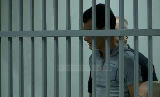 Pendimi i të riut në gjykatë që vrau babain dhe plagosi nënën