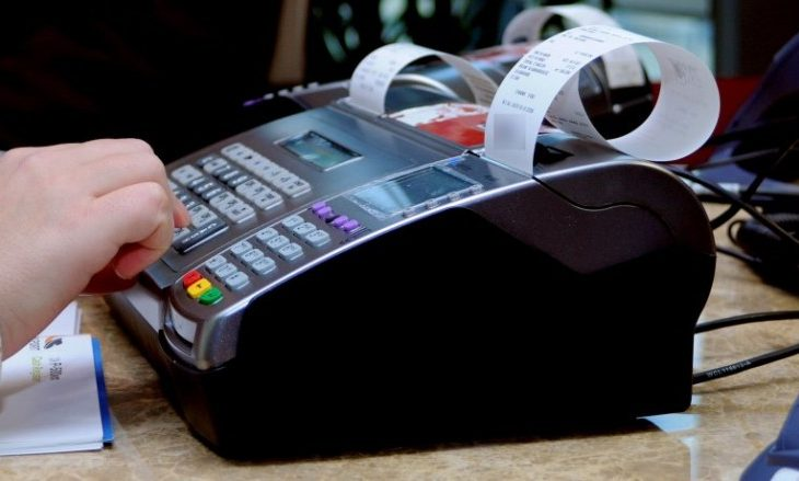 """Ndryshimet për rimbursim të kuponëve fiskal i shkaktojnë """"përleshje"""" mes ATK-së dhe qytetarëve"""