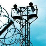 Britania liron gabimisht 71 të burgosur