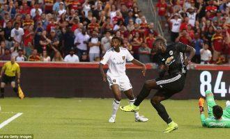 United fiton në miqësore me golin e Lukakut