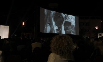 """""""Kosovo Calling"""", filmi që solli realitetin kosovar të pasluftës"""