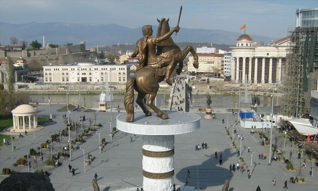 Përmendoret pa leje në Shkup do të largohen