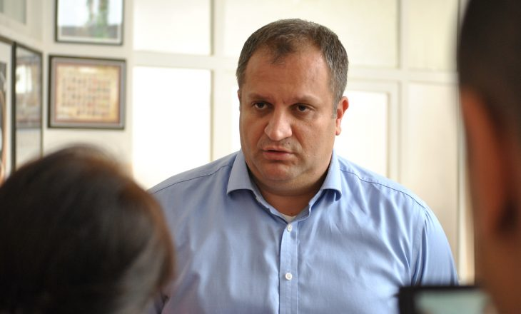 Premtimi i Shpend Ahmetit për rregullimin e parkingjeve