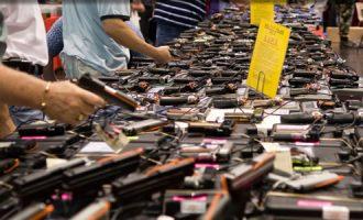 Dy burra dhe një grua marrin dënime unike për kontrabandë të armëve