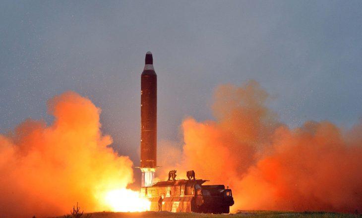 Koreja e Veriut lëshon raketat e radhës
