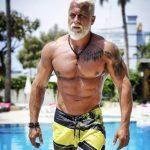 35-vjeçari që dëshiron të duket më i vjetër