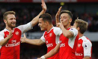 Tre shqiptarë nga minuta e parë në ndeshjen Stoke City – Arsenal