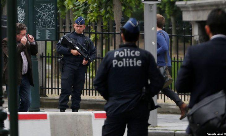 """Belgjikë: Prokurorët kanë hapur hetim """"terrori"""" pas sulmit me thikë"""