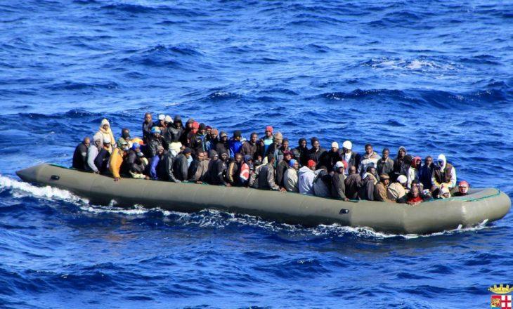 Emigrantët afrikan befasojnë plazhet spanjolle