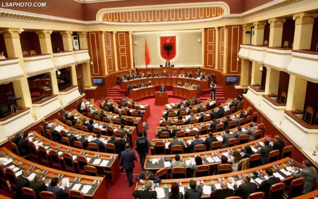 Tre deputetë të padiplomuar në Kuvendin e ri të Shqipërisë