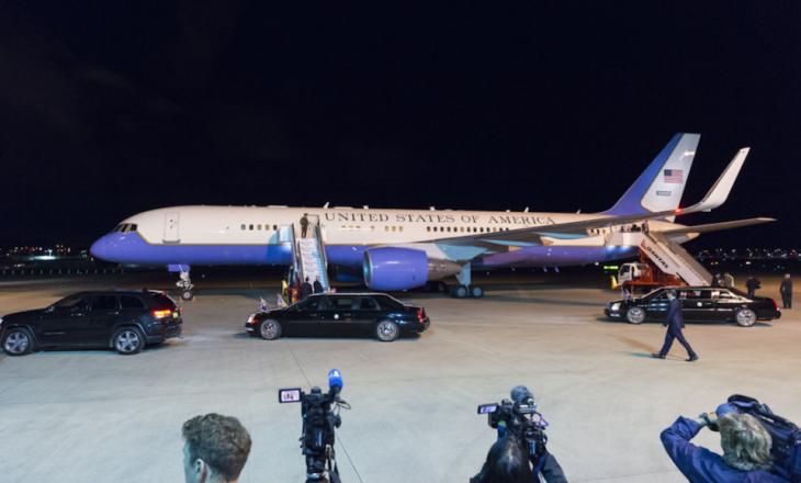 Pence mbërrin në Mal të Zi, pritet nga kryeministri Markoviç