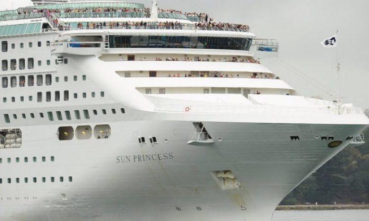 Afër 100 pasagjerë në anije, janë sëmurë në ditën e parë të udhëtimit