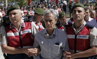 """500 """"armiqtë"""" e Turqisë dalin para gjyqit"""