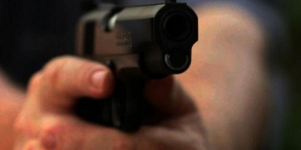 Burri shqiptar kanoset me armë nga një ashkali, shkaku i borxhit