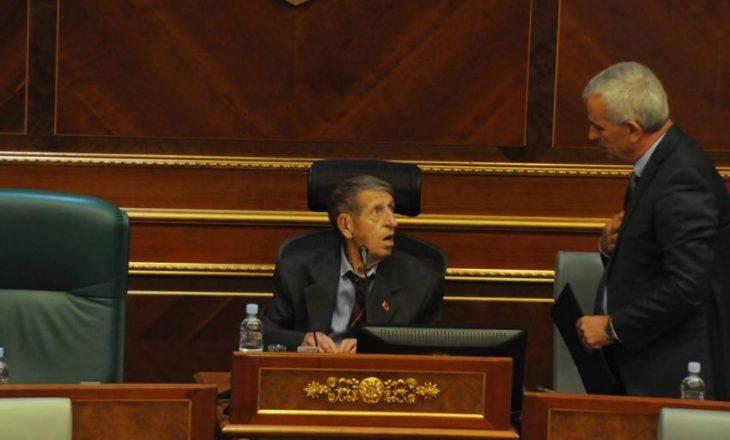 Sekretari i Kuvendit thotë se caktimi i seancës është obligim i Mikullovcit