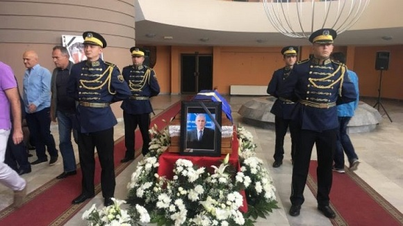Kuvendi Komunal i Mitrovicës homazhe për ish-kryeministrin Rexhepi