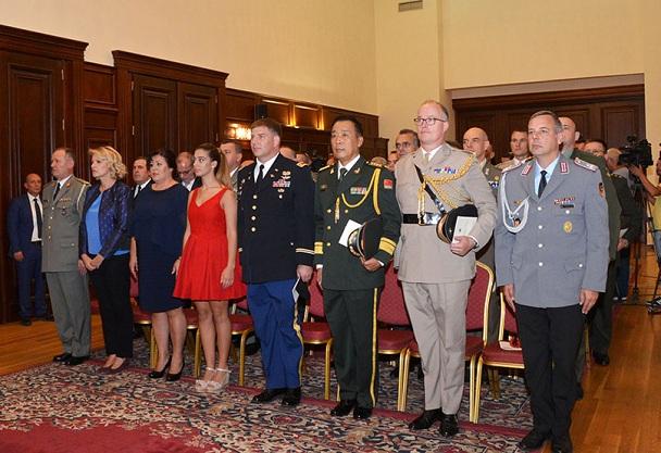 Gjeneral Kollçaku betohet para presidentit