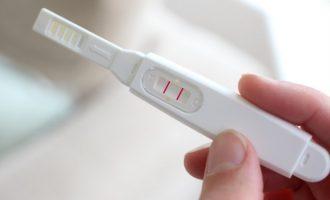 Burri bëri shaka me testin e shtatzënisë, por mjekët nxorën rezultate shokuese